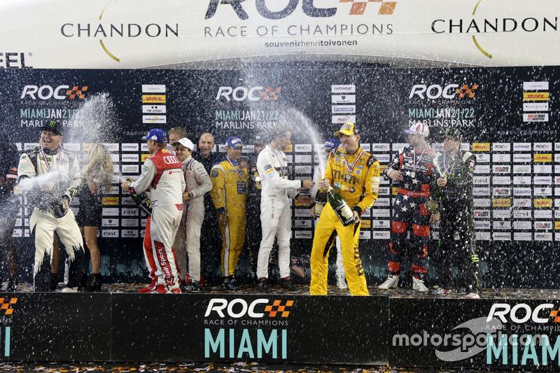 Ducha de champán en el podio