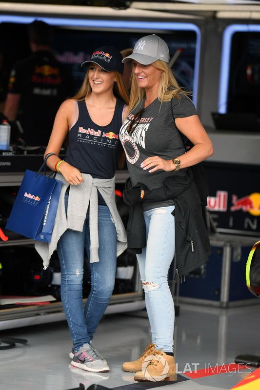 Гості у гаражі Red Bull Racing