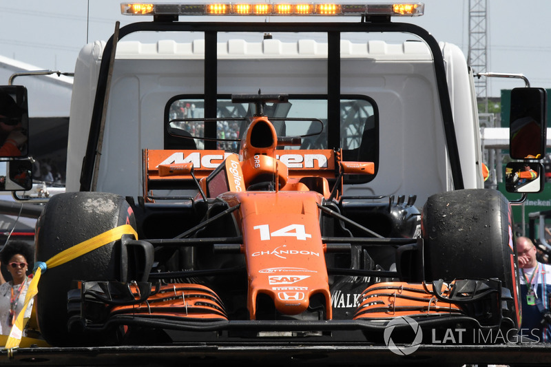 Así acabó el coche de Alonso la carrera