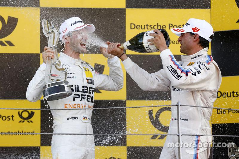 Подіум: переможець Маро Енгель, Mercedes-AMG Team HWA, Mercedes-AMG C63 DTM, та Бруно Спенглер, BMW