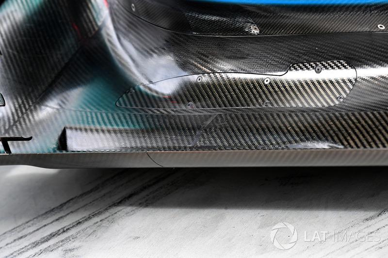 Mercedes-Benz F1 W08 Hybrid detalle de piso