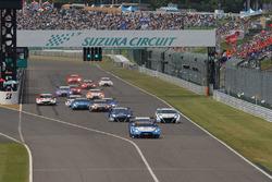 GT500 Start of the race action, #24 Kondo Racing Nissan GT-R Nismo GT3: Daiki Sasaki, Joao Paulo de Oliveira lead