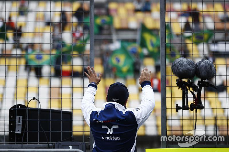 Felipe Massa, Williams, waves to fans