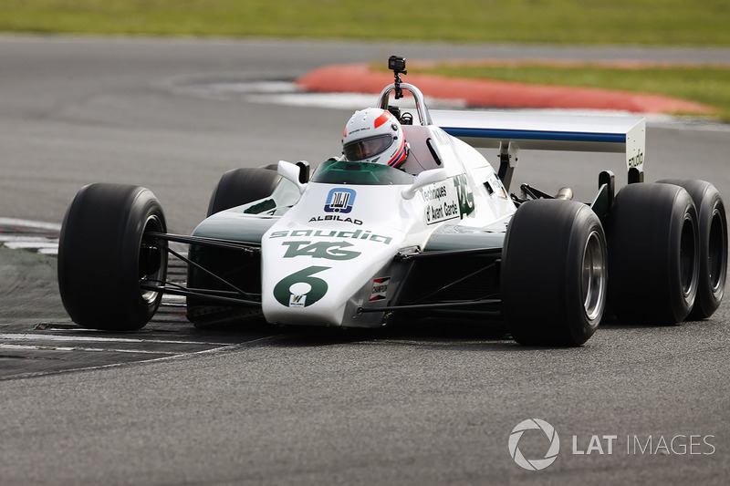 Martin Brundle drives a six-wheeled FW08B