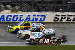 Noah Gragson, Kyle Busch Motorsports Toyota, Johnny Sauter, GMS Racing Chevrolet y Matt Crafton, ThorSport Racing Toyota