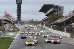 Start: #17 Belgian Audi Club Team WRT Audi R8 LMS: Stuart Leonard, Robin Frijns, Jake Dennis lider