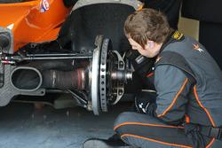 Mchaniker vom Cool Racing by GPC bei der Arbeit