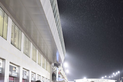 MotoGP 2017 Motogp-qatar-gp-2017-raining-on-the-grid