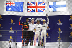 Podium: ganador, Lewis Hamilton, Mercedes AMG F1, segundo, Daniel Ricciardo, Red Bull Racing, tercero, Valtteri Bottas, Mercedes AMG F1