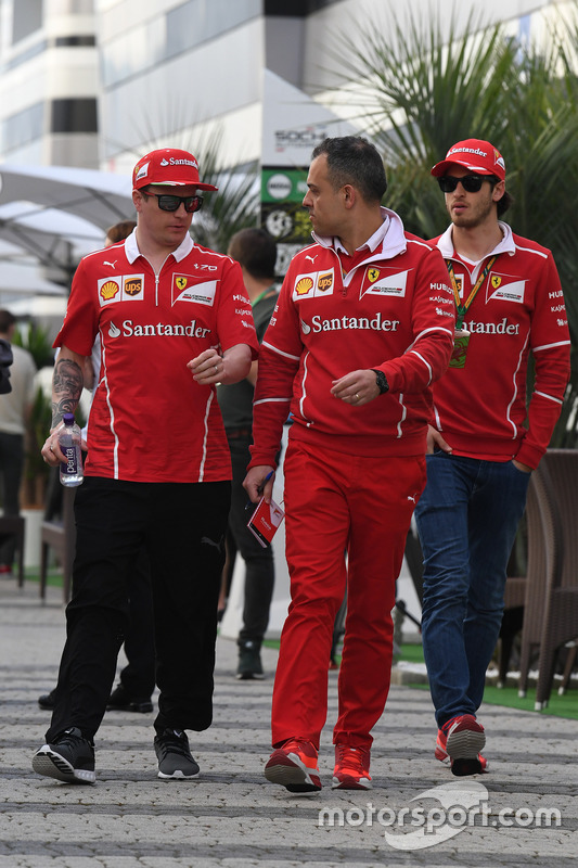 Kimi Raikkonen, Ferrari, Diego Ioverno, Ferrari Operations Director and Antonio Giovinazzi, Ferrari Test and Reserve Driver
