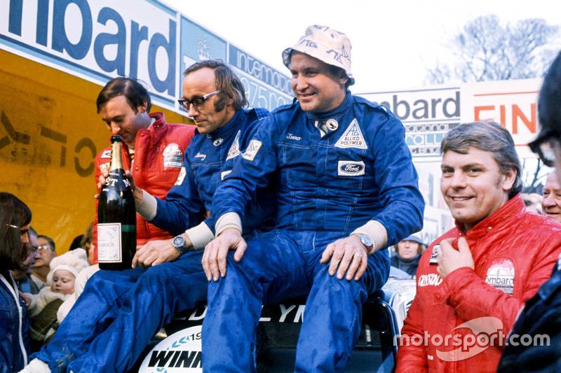 Podium : les vainqueurs Timo Mäkinen, Henry Liddon, les deuxièmes Roger Clark, Tony Mason