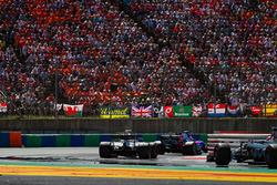 Daniil Kvyat, Scuderia Toro Rosso STR12 ve Lance Stroll, Williams FW40