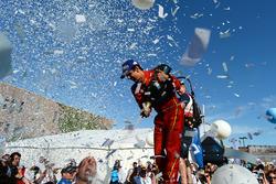 Lucas di Grassi, ABT Schaeffler Audi Sport, rocía la Champaña en el podio