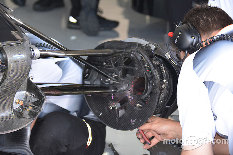 McLaren MP4-31: Bremsscheibe