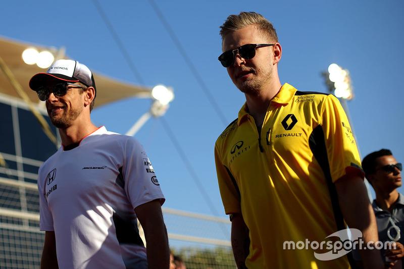 Kevin Magnussen, Renault Sport F1 Team and Jenson Button, McLaren