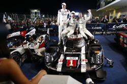 Переможці #1 Porsche Team Porsche 919 Hybrid: Тімо Бернхард, Брендон Хартлі, Марк Веббер