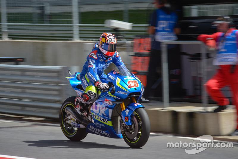 Maverick Viñales, Team Suzuki MotoGP in the pitlane