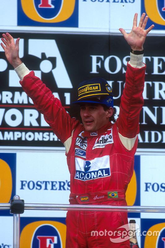 Podio: il vincitore Ayrton Senna, McLaren
