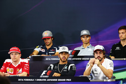 The FIA Press Conference (From back row (L to R)): Carlos Sainz Jr., Scuderia Toro Rosso; Pascal Weh