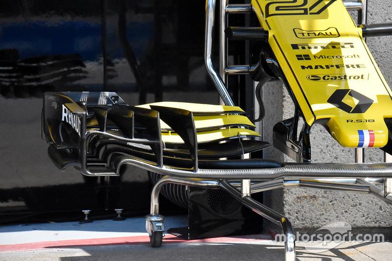 Носовой обтекатель Renault RS18