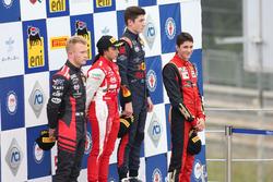 Podio Rookie Gara 2: il secondo classificato Petr Ptacek, Bhaitech, il primo classificato Jack Doohan, Van Amersfoort Racing BV, il terzo classificato Edoardo Morricone, DR Formula