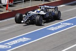 Nico Rosberg, Williams FW30, entra para reemplazar un alerón delantero
