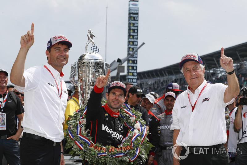 Il vincitore Will Power, Team Penske Chevrolet, podio, Victory Lane, team, Roger Penske, Tim Cindric