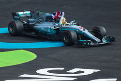 2017 Dünya şampiyonu Lewis Hamilton, Mercedes AMG F1