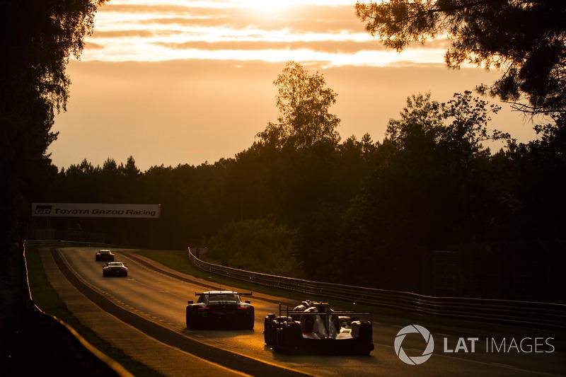 Quand le soleil se couche sur les 24 Heures du Mans...