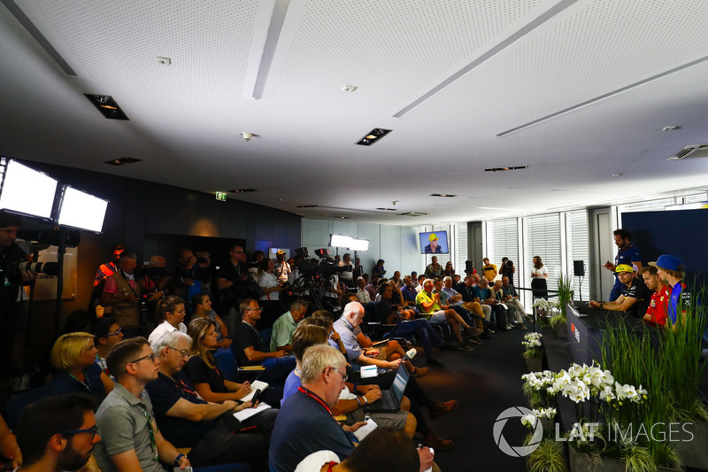 Sergio Perez, Force India, Nico Hulkenberg, Renault Sport F1 Team, Sebastian Vettel, Ferrari, y Brendon Hartley, Toro Rosso, en rueda de prensa