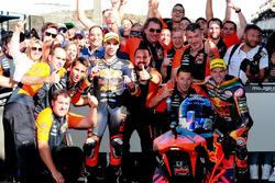Miguel Oliveira, Red Bull KTM Ajo, Brad Binder, Red Bull KTM Ajo dans le Parc Fermé