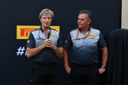 Roberto Boccafogli, Pirelli hoofd F1 Communications en Mario Isola, Pirelli sportief directeur, tijdens de presentatie van de 2018-banden