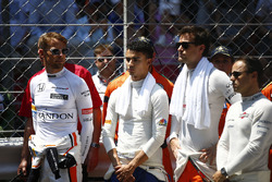 Jenson Button, McLaren, Pascal Wehrlein, Sauber, Jolyon Palmer, Renault Sport F1 Team, Felipe Massa, Williams, stand for the minutes silence for Manchester