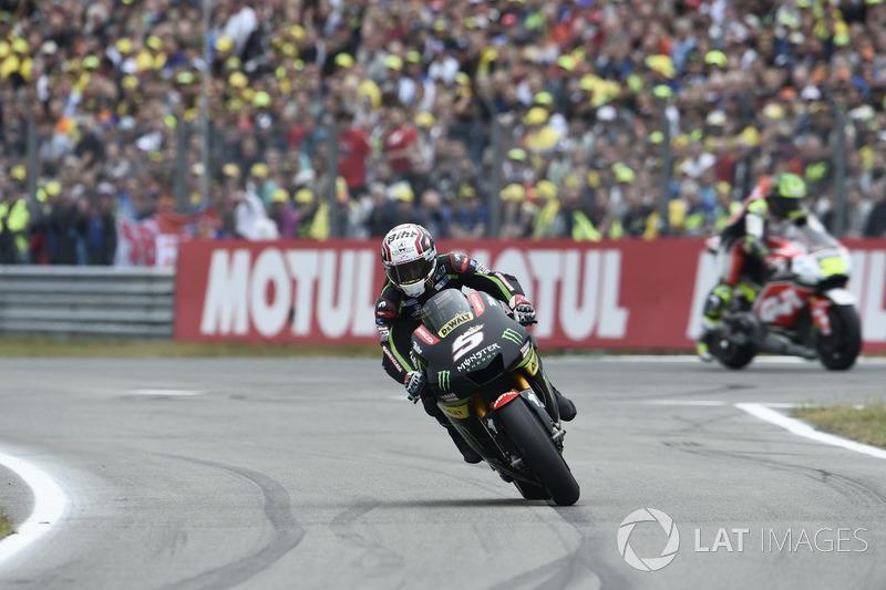 Johann Zarco, Monster Yamaha Tech 3 entrar a pits para cambiar neumáticos