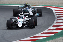 Лэнс Стролл, Williams FW40, и Валттери Боттас, Mercedes AMG F1 W08