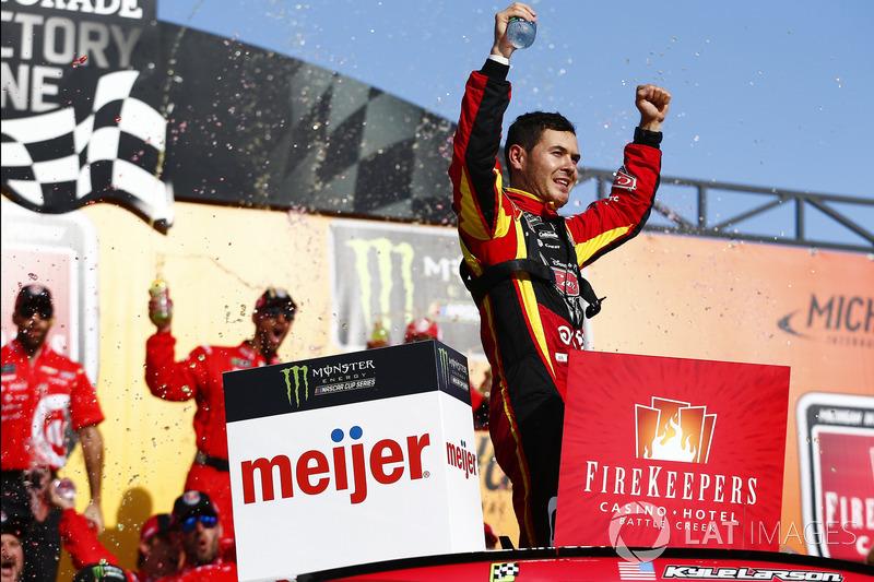 Kyle Larson venceu pela segunda vez na temporada da NASCAR Cup Series de 2017. O novo triunfo veio na etapa de Michigan, neste domingo.