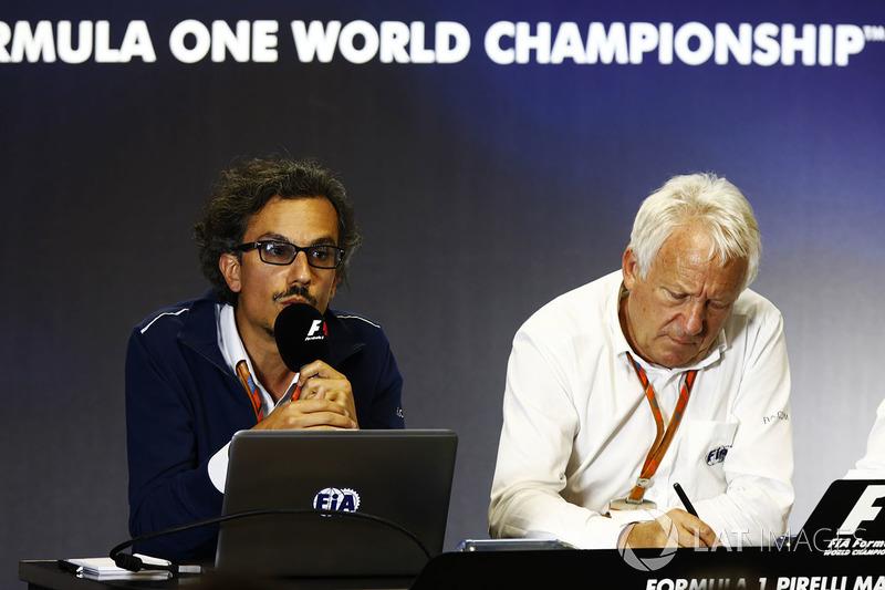Laurent Mekies, Director de carrera adjunta de F1, FIA, Charlie Whiting, Director de carrera FIA anf
