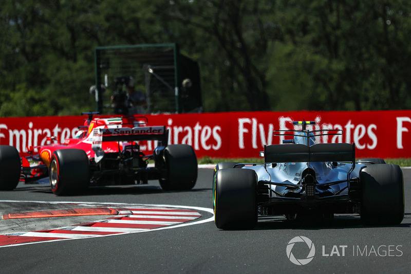 Sebastian Vettel, Ferrari SF70-H y Valtteri Bottas, Mercedes-Benz F1 W08 Hybrid