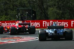 Sebastian Vettel, Ferrari SF70-H ve Valtteri Bottas, Mercedes-Benz F1 W08 Hybrid