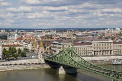 Une vue du Pont de la Liberté et du Danube
