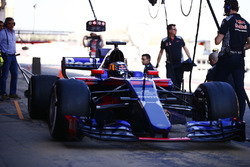 Carlos Sainz Jr., Scuderia Toro Rosso STR12 and his father Carlos Sainz