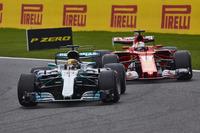 Lewis Hamilton, Mercedes AMG F1 W08, Sebastian Vettel, Ferrari SF70H