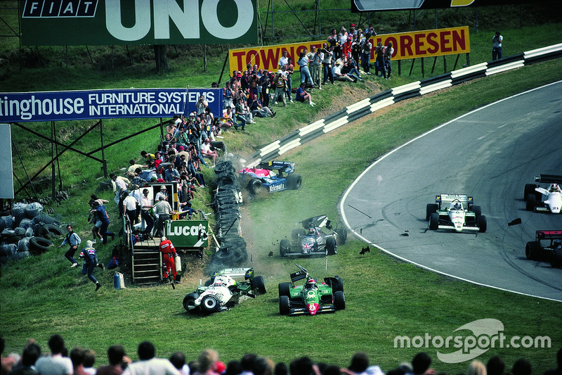 1984 - Eddie Cheever, Philippe Alliot, Stefan Johansson, Jo Gartner, terlibat kecelakaan pada putaran pertama