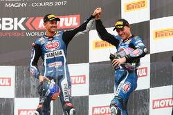 Podio: il terzo classificato Michael van der Mark, Pata Yamaha, il secondo classificato Alex Lowes, Pata Yamaha