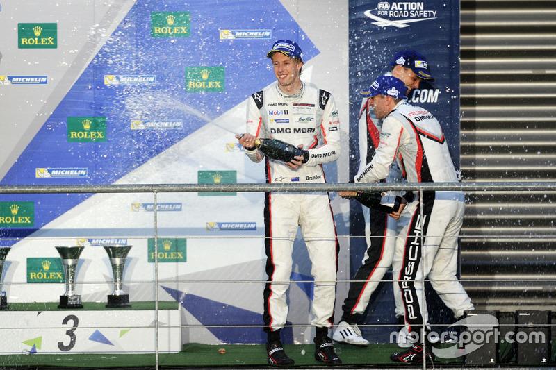 Podium LMP1: race winners Anthony Davidson, Sébastien Buemi, Kazuki Nakajima, Toyota Gazoo Racing, s