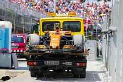 Эвакуация поврежденного McLaren MCL32 Стоффеля Вандорна