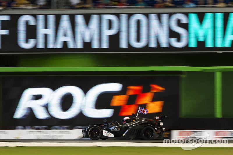 Jenson Button, in de KTM X-Bow Comp R