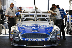 Danica Patrick, Stewart-Haas Racing Ford va por inspección