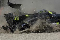#19 M.Racing - YMR, Norma M 30 - Nissan: Gwenael Delomier has a huge crash