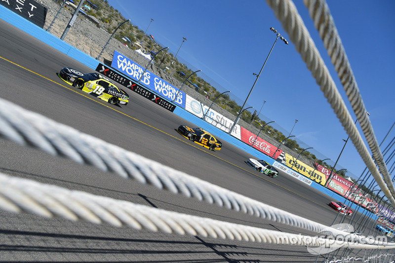 Matt Tifft, Joe Gibbs Racing, Toyota; Brendan Gaughan, Richard Childress Racing, Chevrolet